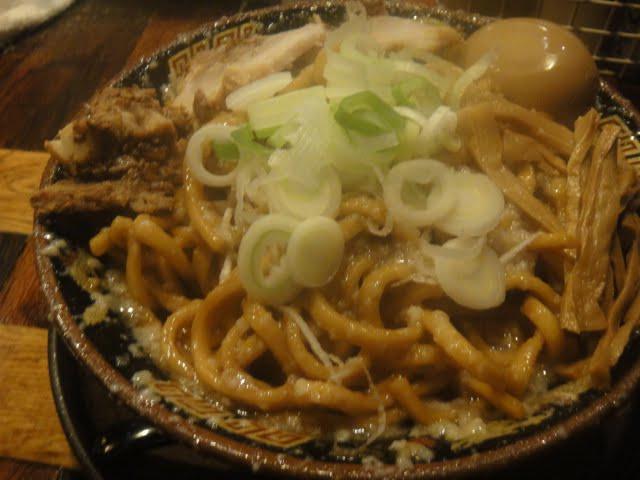 胃袋に自信があるなら、大崎広小路の「平太周 味庵」で爆盛油脂麺を食ってみろ!